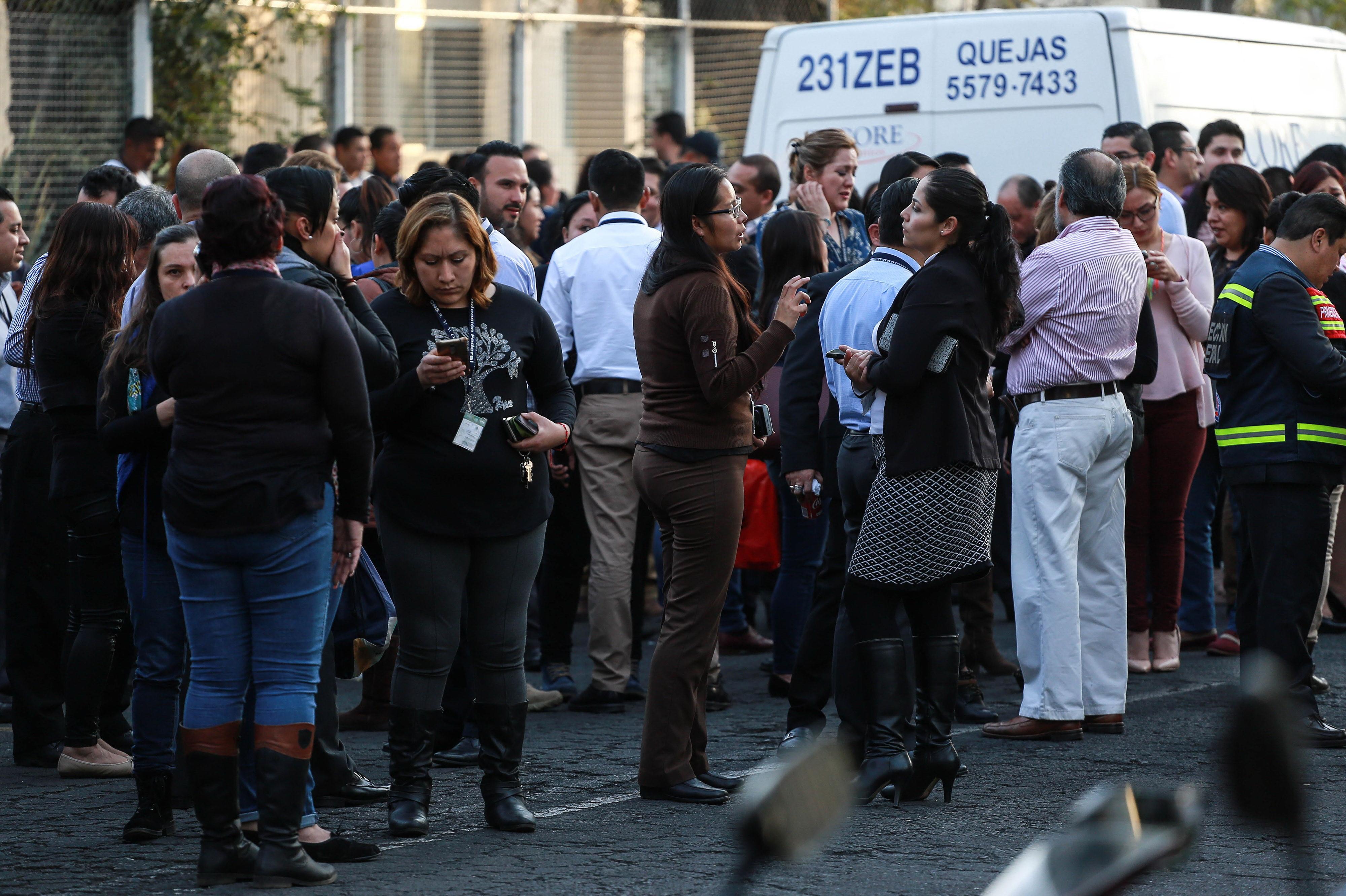 Cutremur de 7,2 în Mexic, cu 225 de replici. Elicopterul ministrului de Interne s-a prăbușit în drum spre epicentru