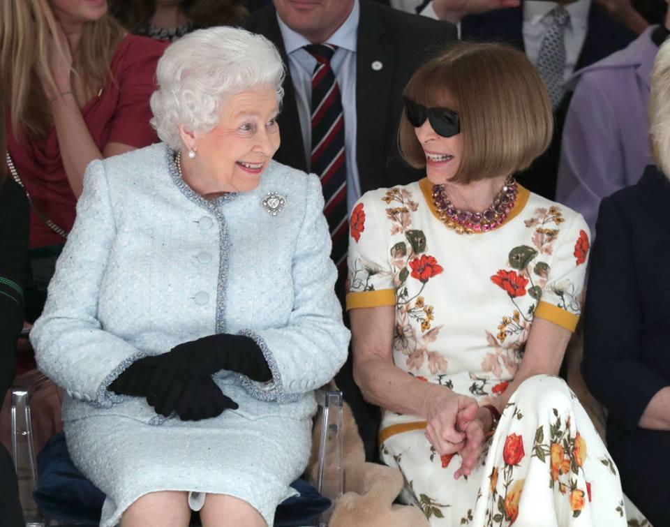 Regina Elisabeta a participat, alături de editorul Vogue, la Săptămâna Modei din Londra