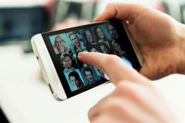 Tinder le va permite utilizatorilor introducerea buletinului. Oamenii vor putea afla dacă un anumit cont este autentic