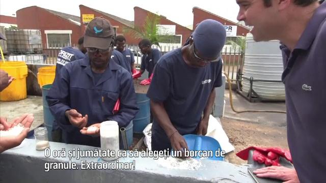 Dezastru ecologic în Africa de Sud, după ce două containere pline cu plastic s-au vărsat în mare
