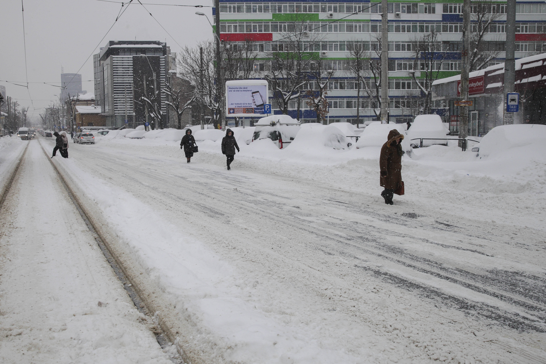 """Pregătiri pentru """"asediul"""" gerului în toată țara. Două zile cu ninsori abundente și temperaturi chiar și de -22 de grade"""
