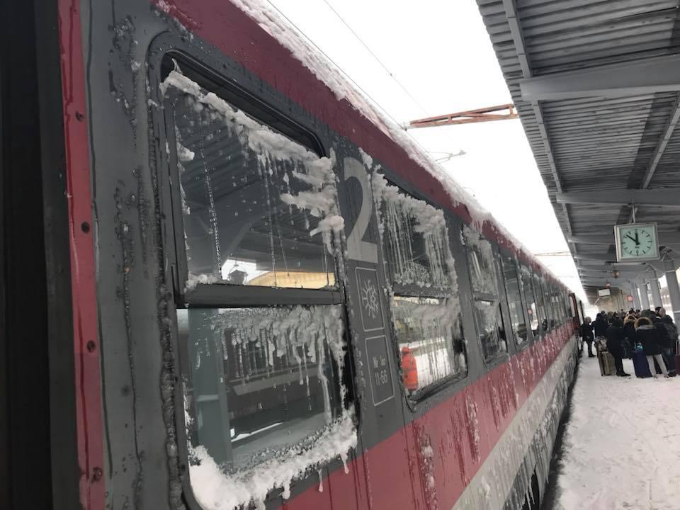63 de trenuri anulate vineri dimineață. LISTA anunțată de CFR