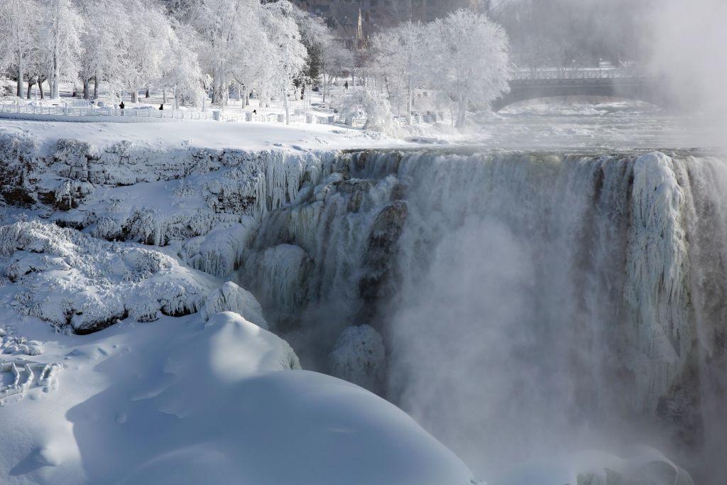 """Imagini spectaculoase cu cascada Niagara. Par desprinse din filmul """"Frozen"""""""