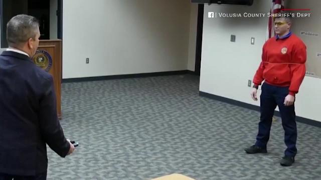 Arma testată de polițiștii din Florida care pare desprinsă dintr-un film cu Batman