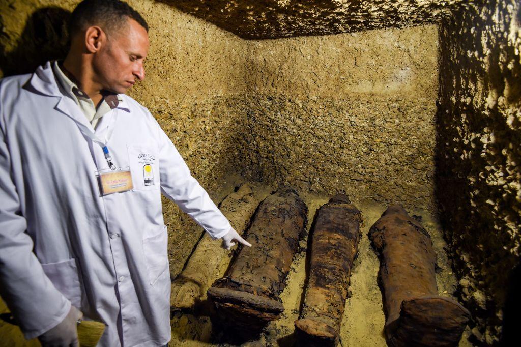 50 de mumii descoperite într-un mormânt faraonic în Egipt. Imagini din catacombe