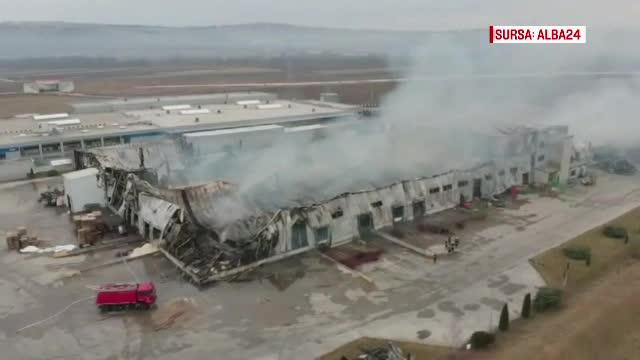 30 de ore de iad la fabrica mistuită de flăcări, în Alba. Anunțul companiei păgubite