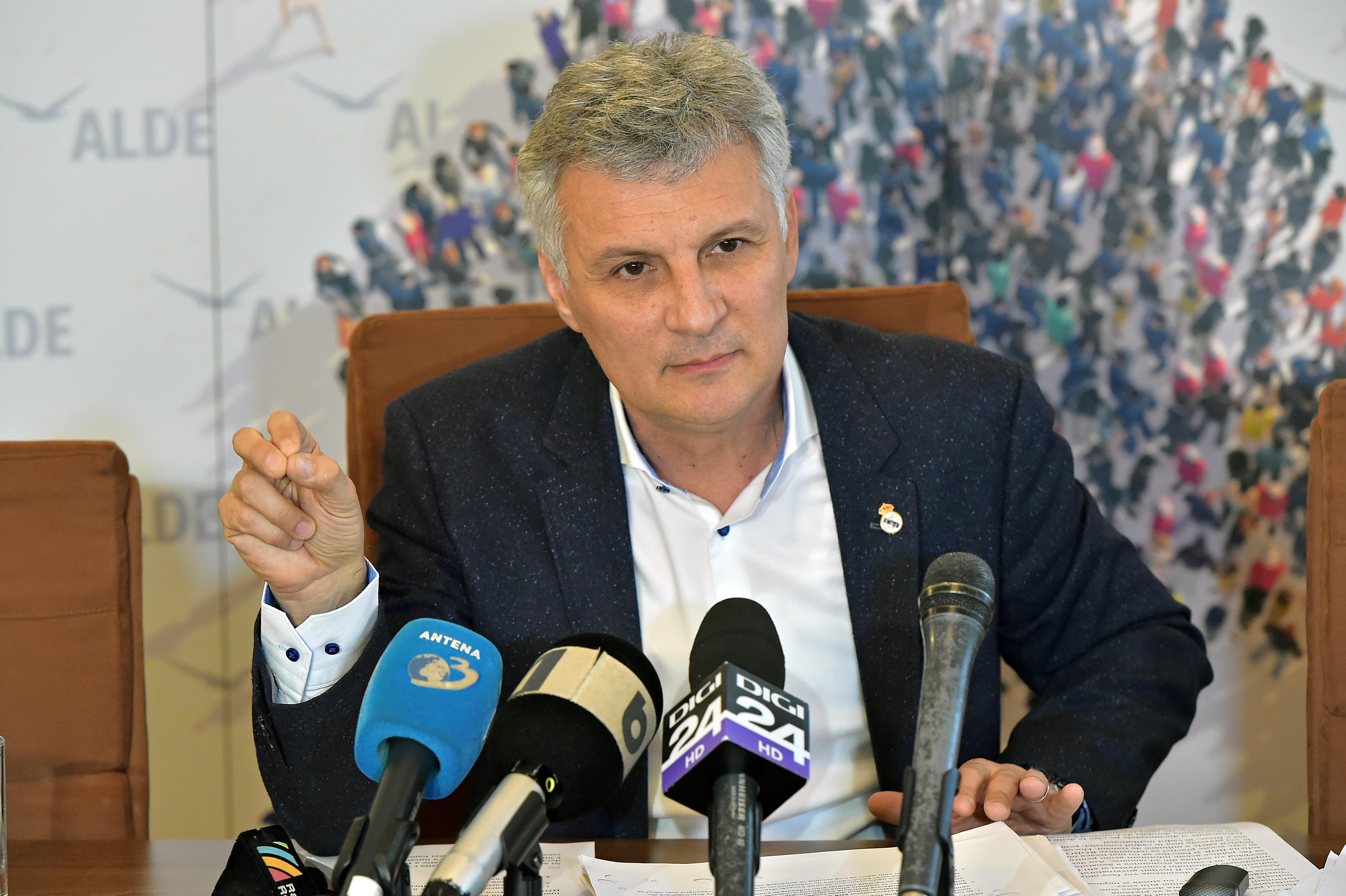 Senatorul Daniel Zamfir susține că ROBOR a fost manipulat și cere demiterea lui Chirițoiu
