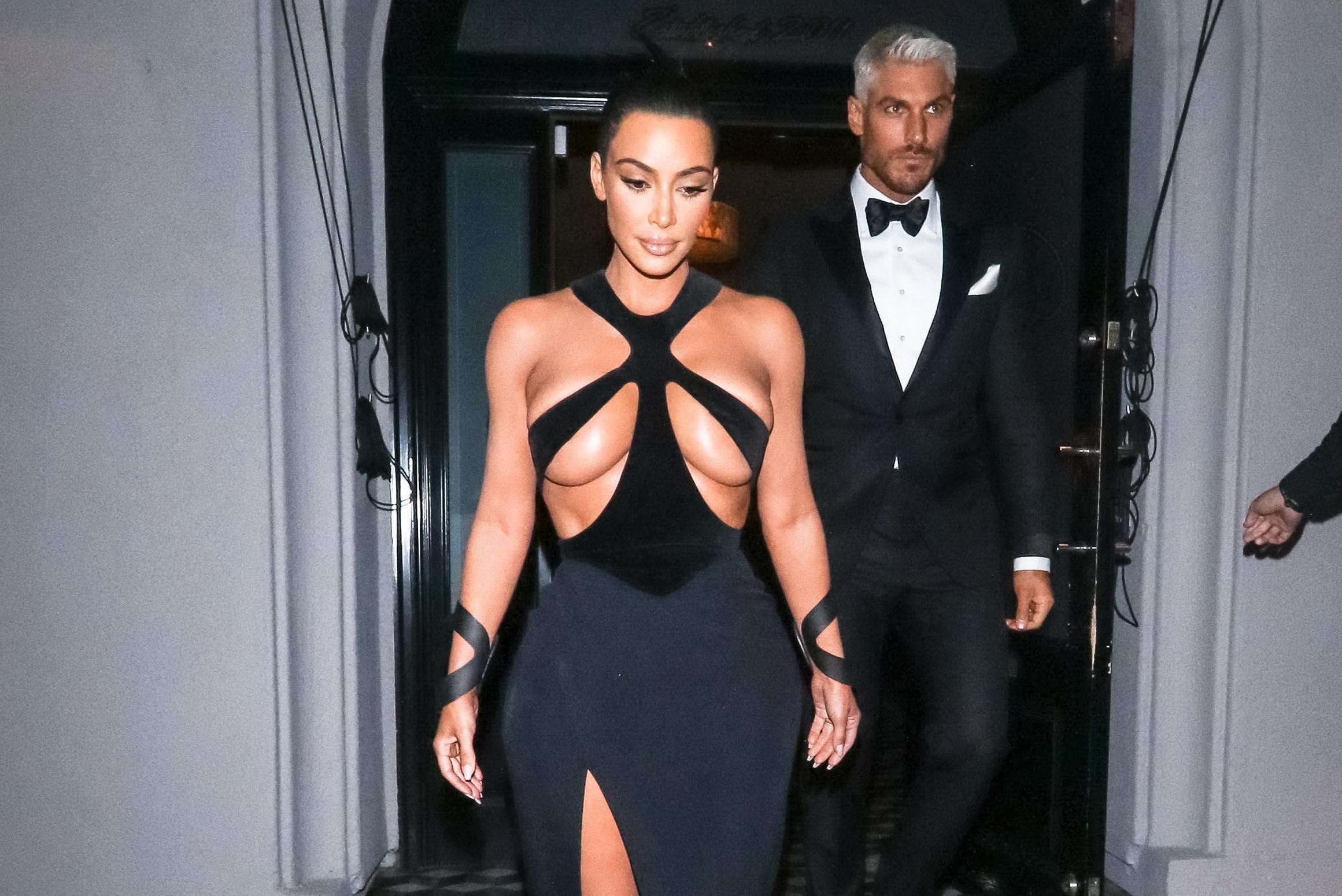"Kim Kardashian, ""devastată"" din cauza unei rochii"