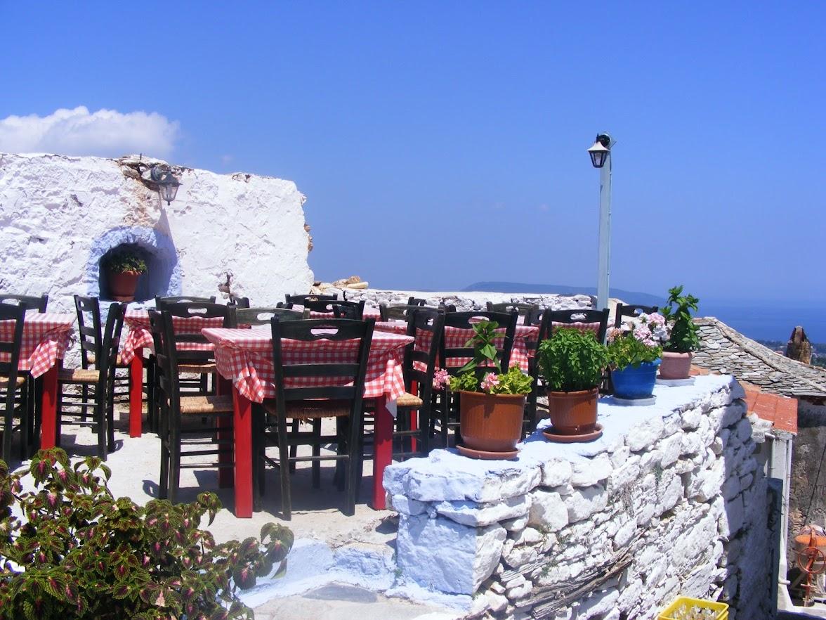 Povestea dramatică a unei turiste în Grecia. A băut într-un bar, după care a orbit