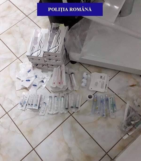Medic fals descoperit de poliţişti la Oradea. Ar fi efectuat mai multe intervenții faciale