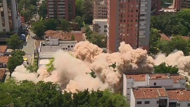 Momentul când fortăreaţa lui Pablo Escobar din Medellin este aruncată în aer. VIDEO