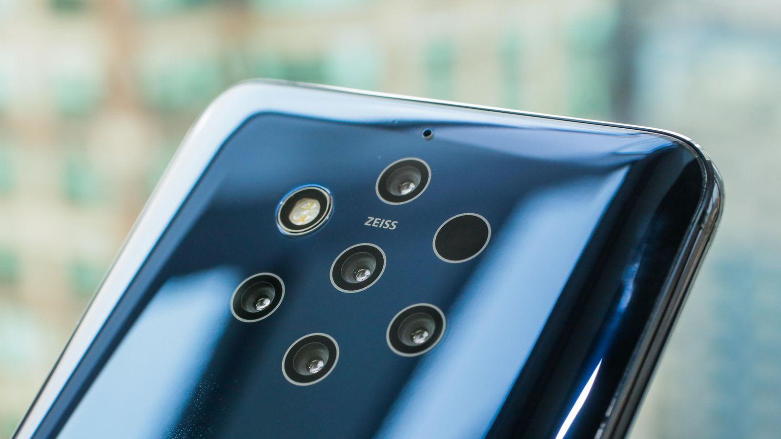 iLikeIT. Mobile World Congress: Nokia a lansat telefonul cu 5 camere pe spate