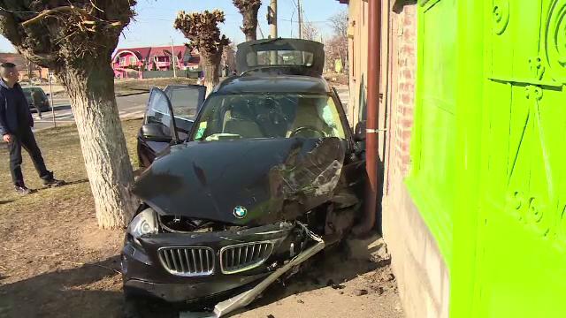 Impact violent într-o intersecţie din Oradea. Mașinile au ricoșat ca la biliard