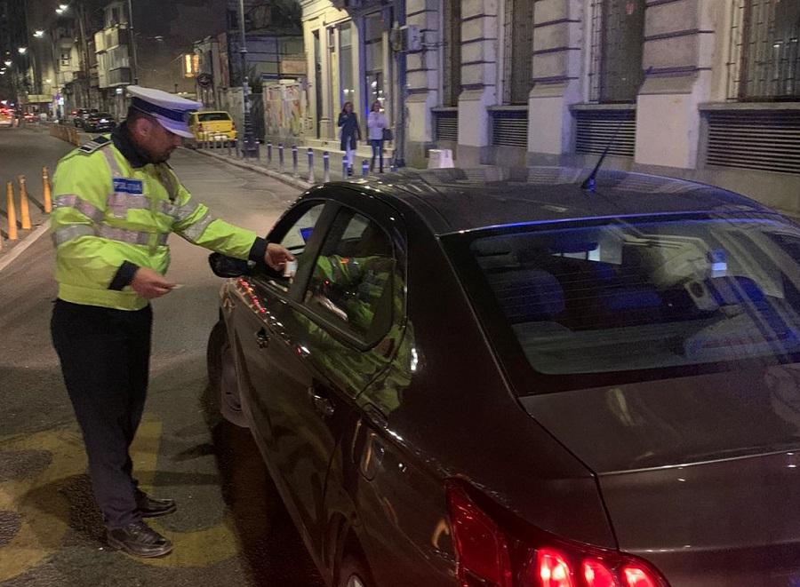 Un șofer a fost prins cu o alcoolemie de 0,07 după ce ar fi mâncat două mere. Bărbatul a rămas fără permis