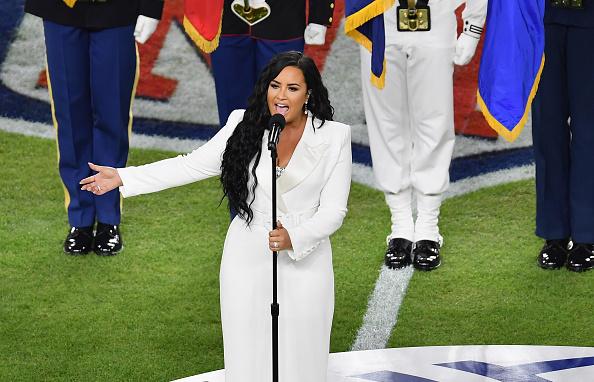 Demi Lovato, comparată cu Whitney Houston după interpretarea de la Super Bowl. VIDEO