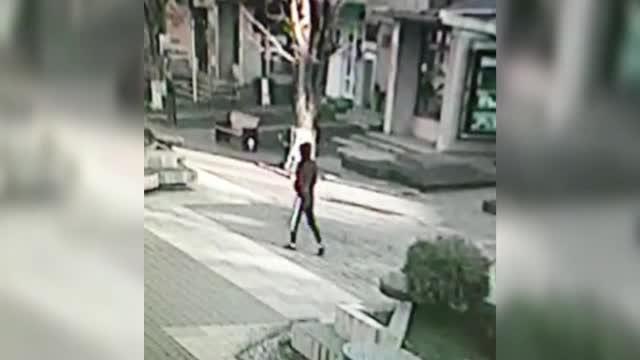 Tânărul din Botoșani, suspectat că a agresat sexual o femeie, într-un lift, ar putea fi vinovat și în alte cazuri