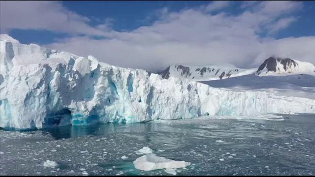Fenomen îngrijorător în Antarctica. O bucată uriașă s-a desprins dintr-un ghețar