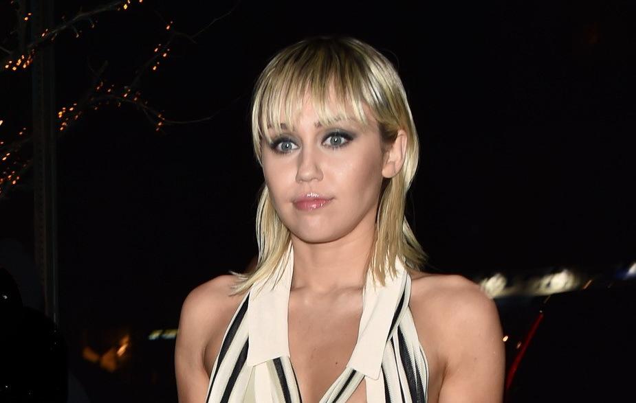 Miley Cyrus, fără sutien la New York Fashion Week. Cum a fost fotografiată