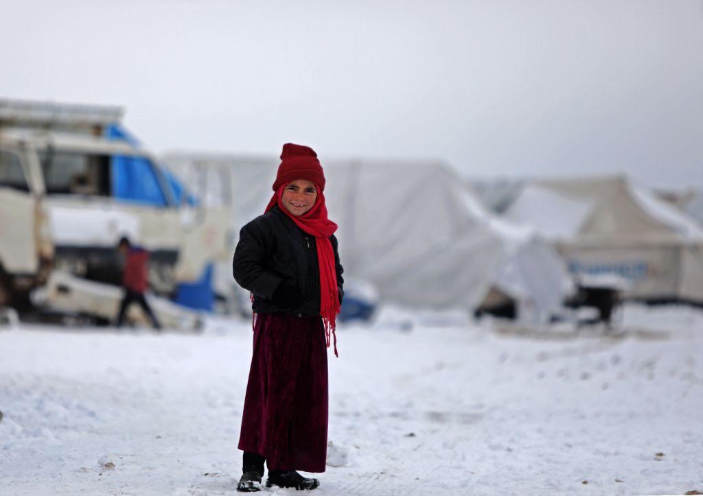 Peste 800.000 de sirieni și-au părăsit casele din cauza războiului. Locuiesc în frig, în tabere improvizate