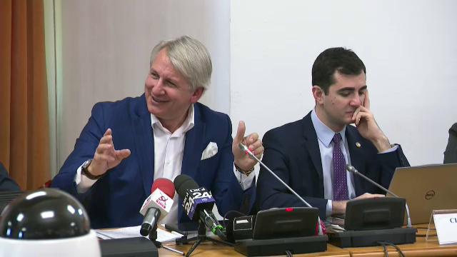 Teodorovici, către un deputat: Când v-ați dat seama ce sunt? Cu lumina stinsă sau aprinsă?