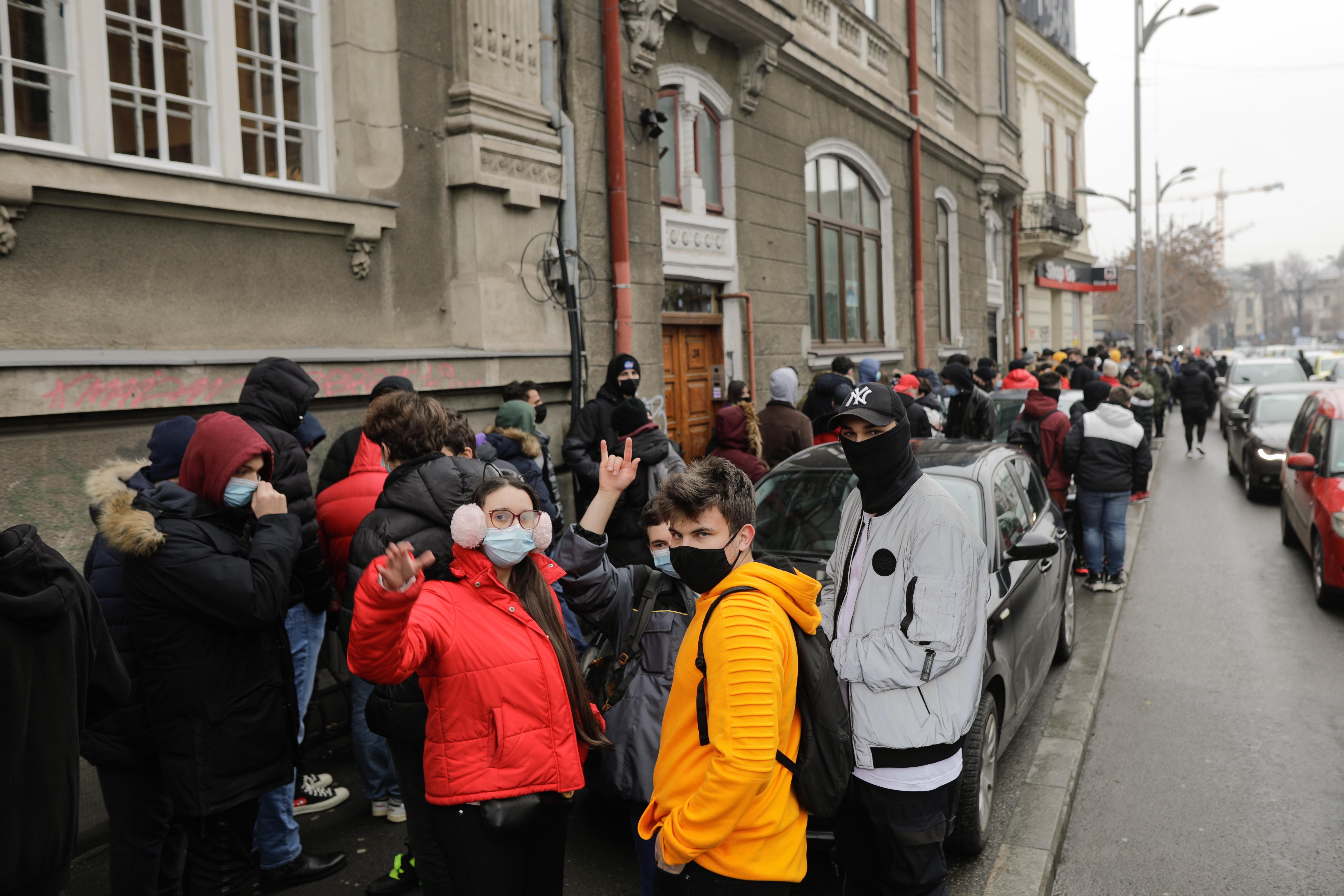 Autoritățile vor să suspende temporar activitatea firmelor care nu respectă regulile anti Covid
