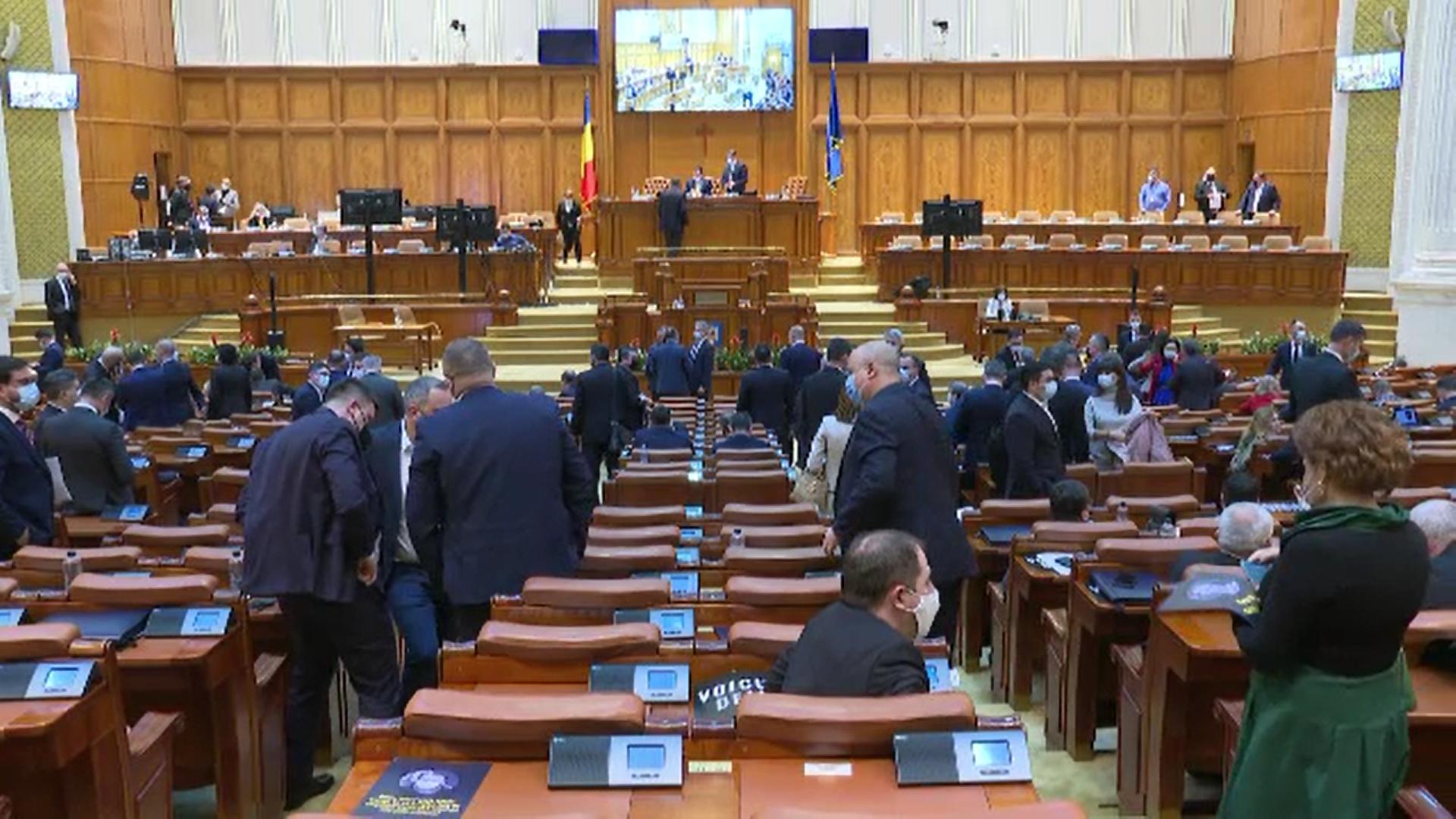 """Camera Deputaţilor a respins proiectul privind parteneriatul civil. """"Trebuie să păstrăm familia tradițională"""""""