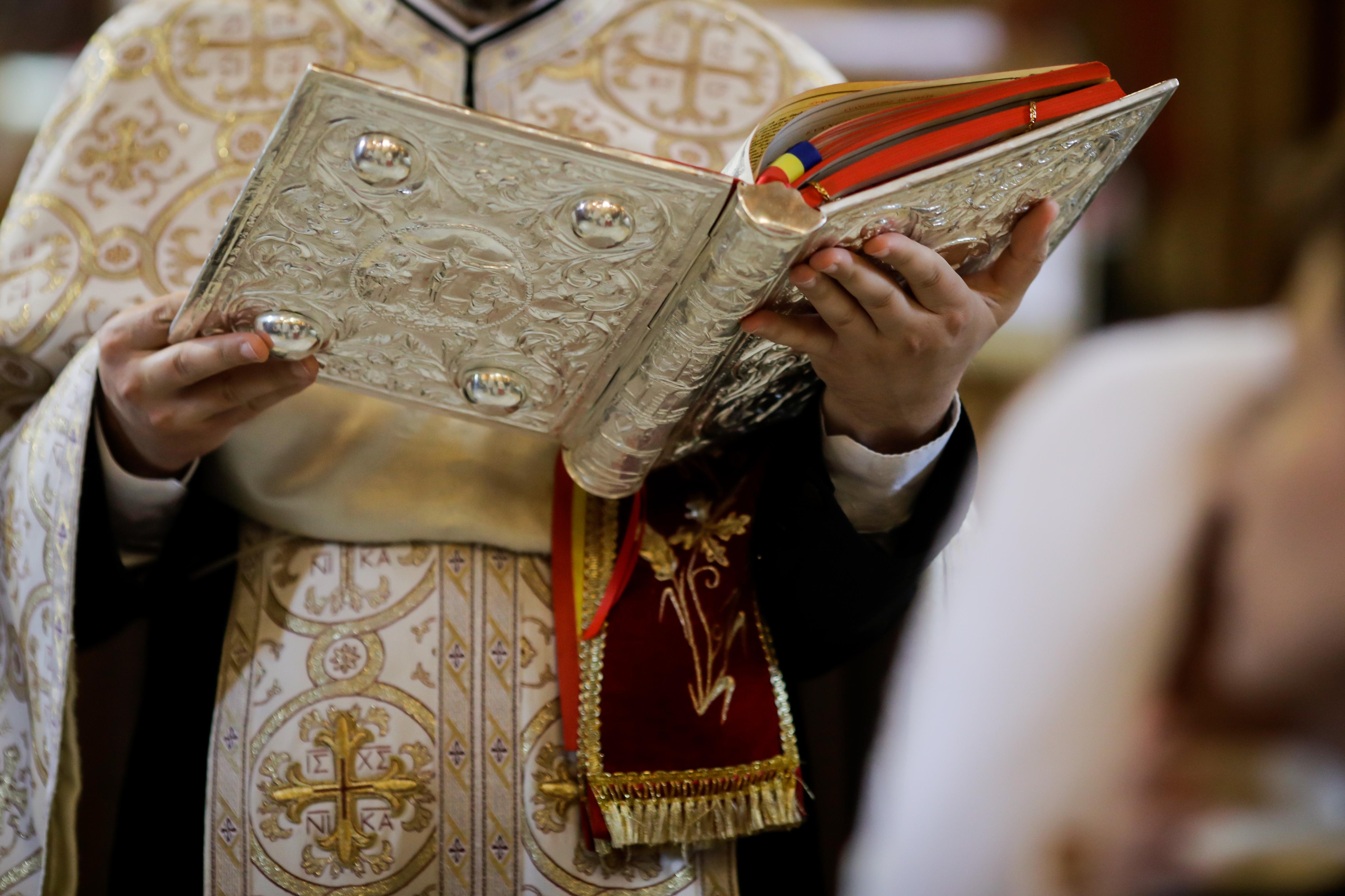 VIDEO. Un preot din Călărași a fost înregistrat când îi face avansuri unei fete de 14 ani, la spovedanie