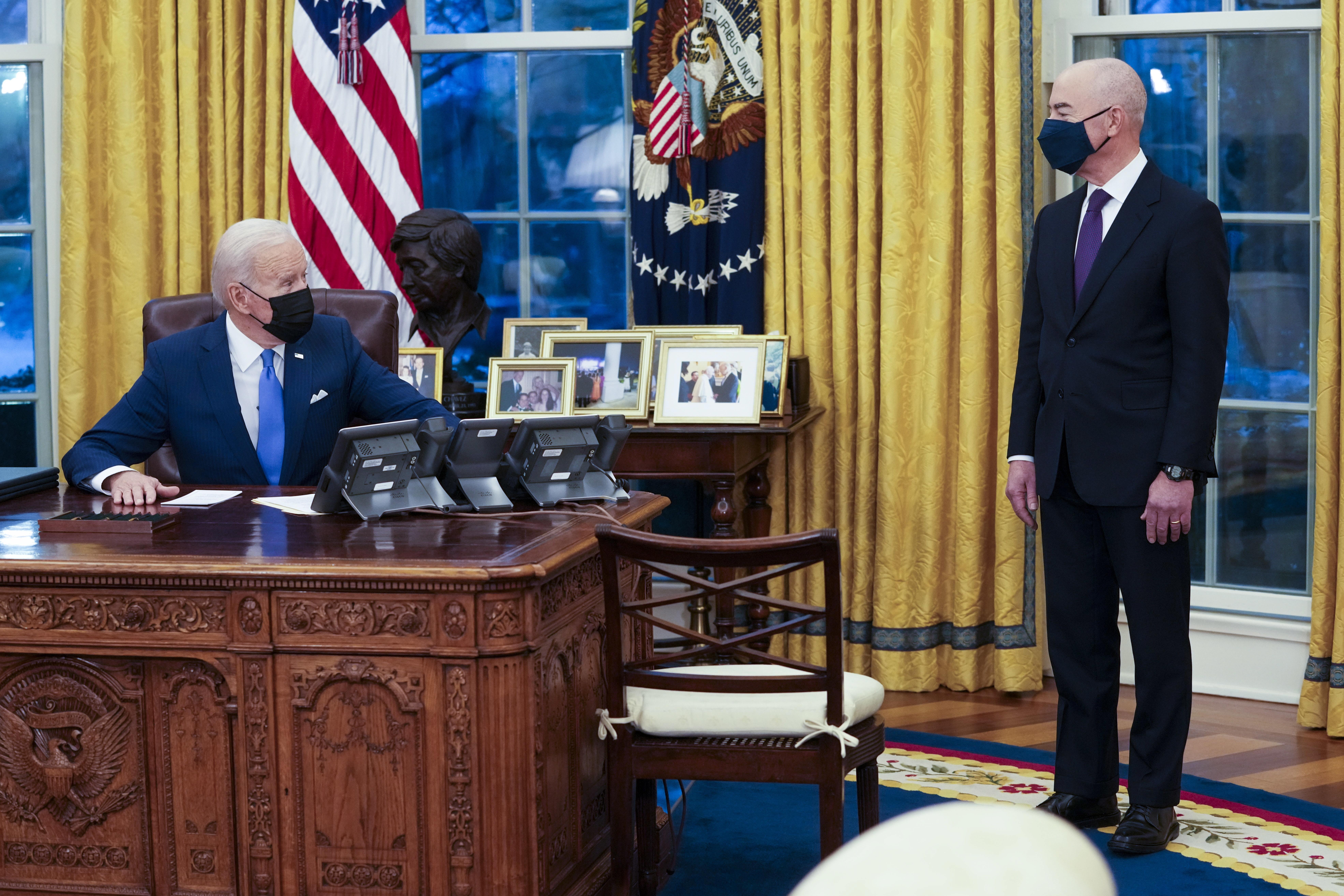 Joe Biden începe să anuleze politicile de imigraţie în SUA ale lui Donald Trump. Ce ordine a semnat