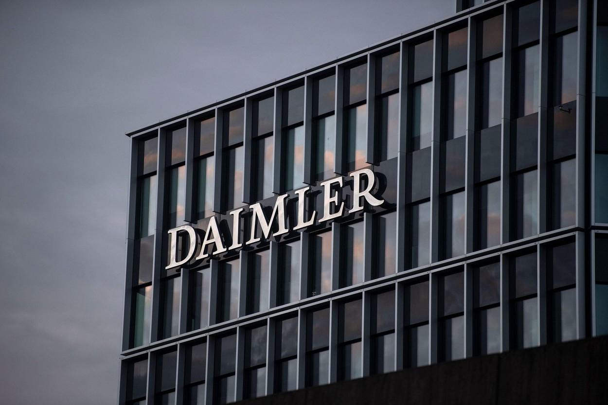 Daimler va deveni Mercedes-Benz. Divizia de camioane va fi separată de cea de autoturisme
