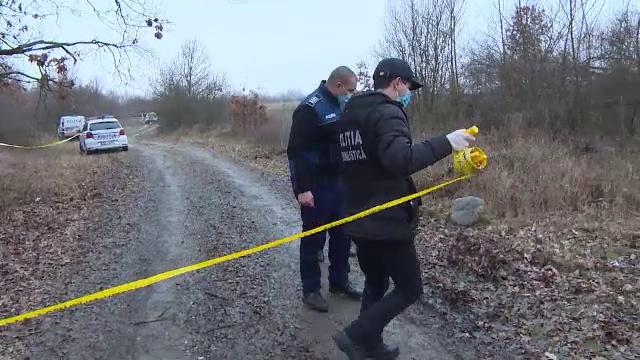 Descoperire macabră la marginea unei păduri. Un taximetrist a fost găsit mort, în mașina cu care dispăruse