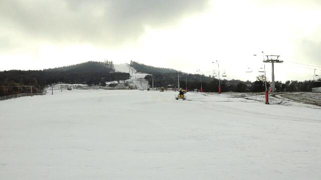 """Pârtia de schi din Bistrița care a costat milioane de euro, deși nu are zăpadă aproape niciodată. """"Nu își avea rost aici"""""""