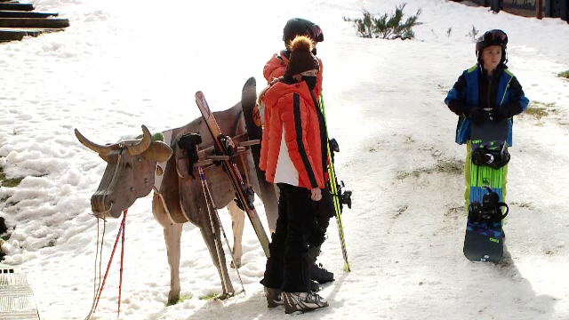 Mai mulți turiști în Poiana Brașov decât în alți ani. O familie poate plăti chiar și 2.000 lei/zi