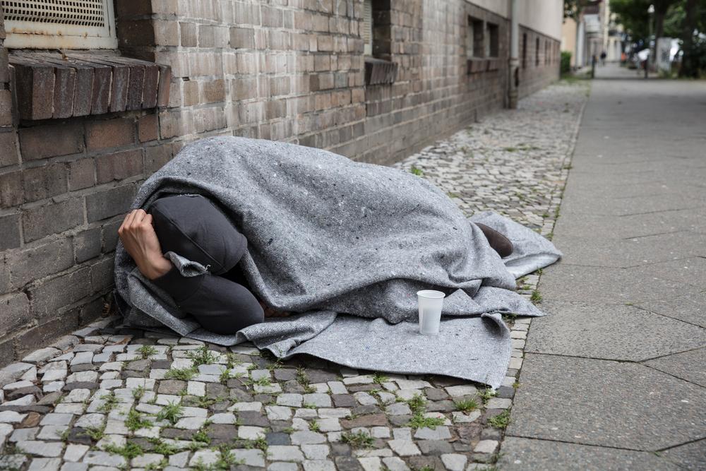 A murit de frig, după o viață trăită pe străzi, deși avea o sumă uriașă în cont. Ce au descoperit polițiștii