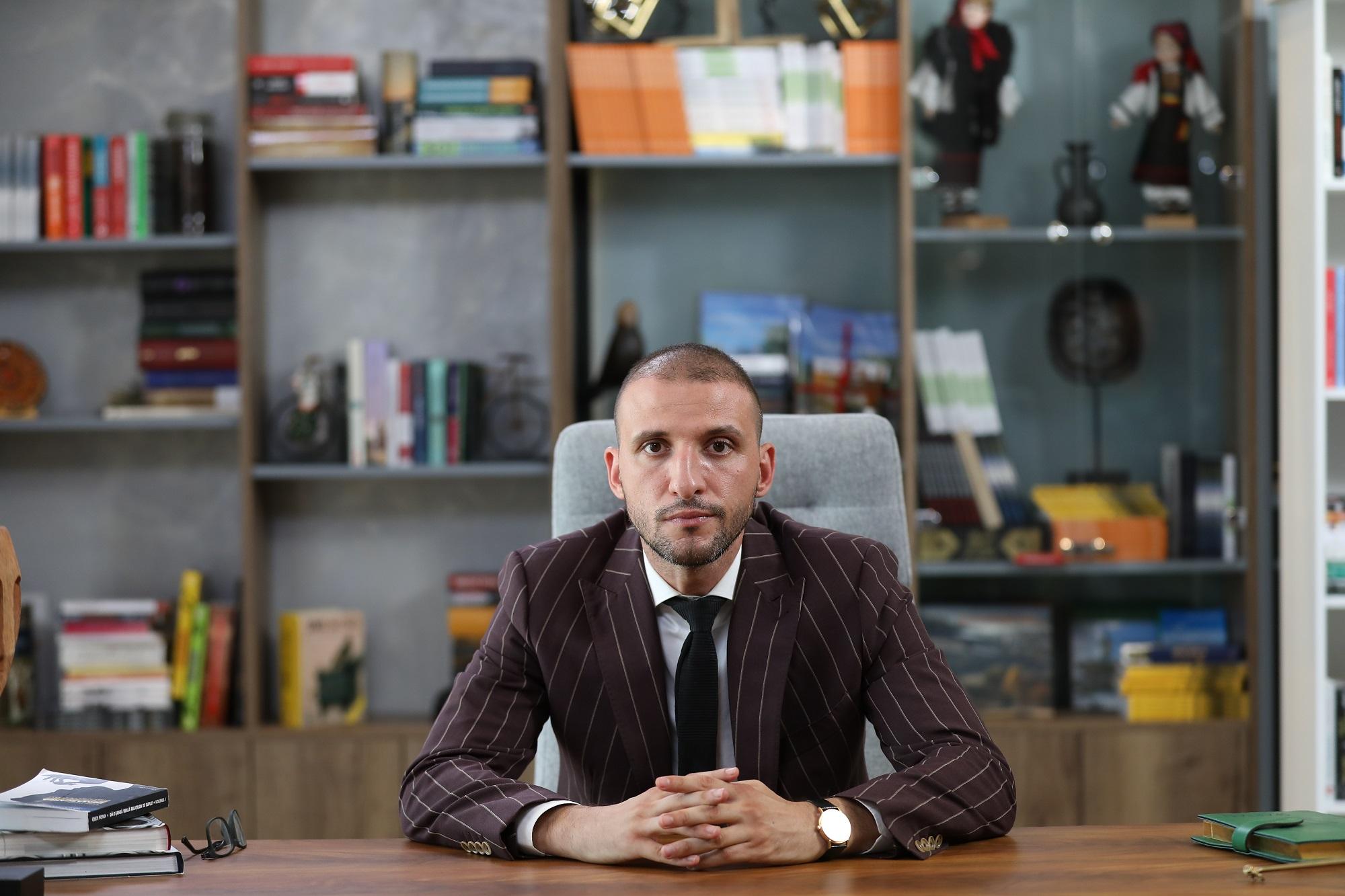 """Ștefan Mandachi este """"Șef sub acoperire"""", în premieră din 09 februarie, la PRO TV"""