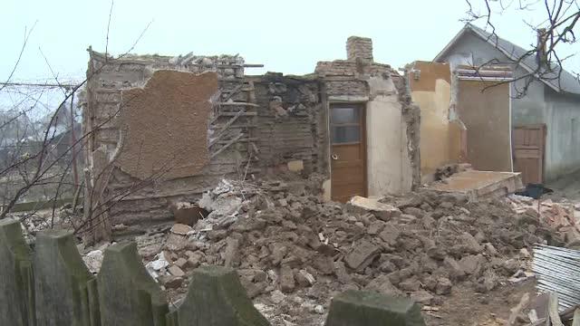 Un bărbat a murit încercând să dărâme o casă bătrânească, dar a murit strivit de ziduri
