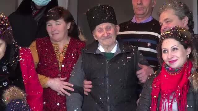 Sărbătoare mare într-o familie din Bacău. Un veteran de război a împlinit 100 de ani