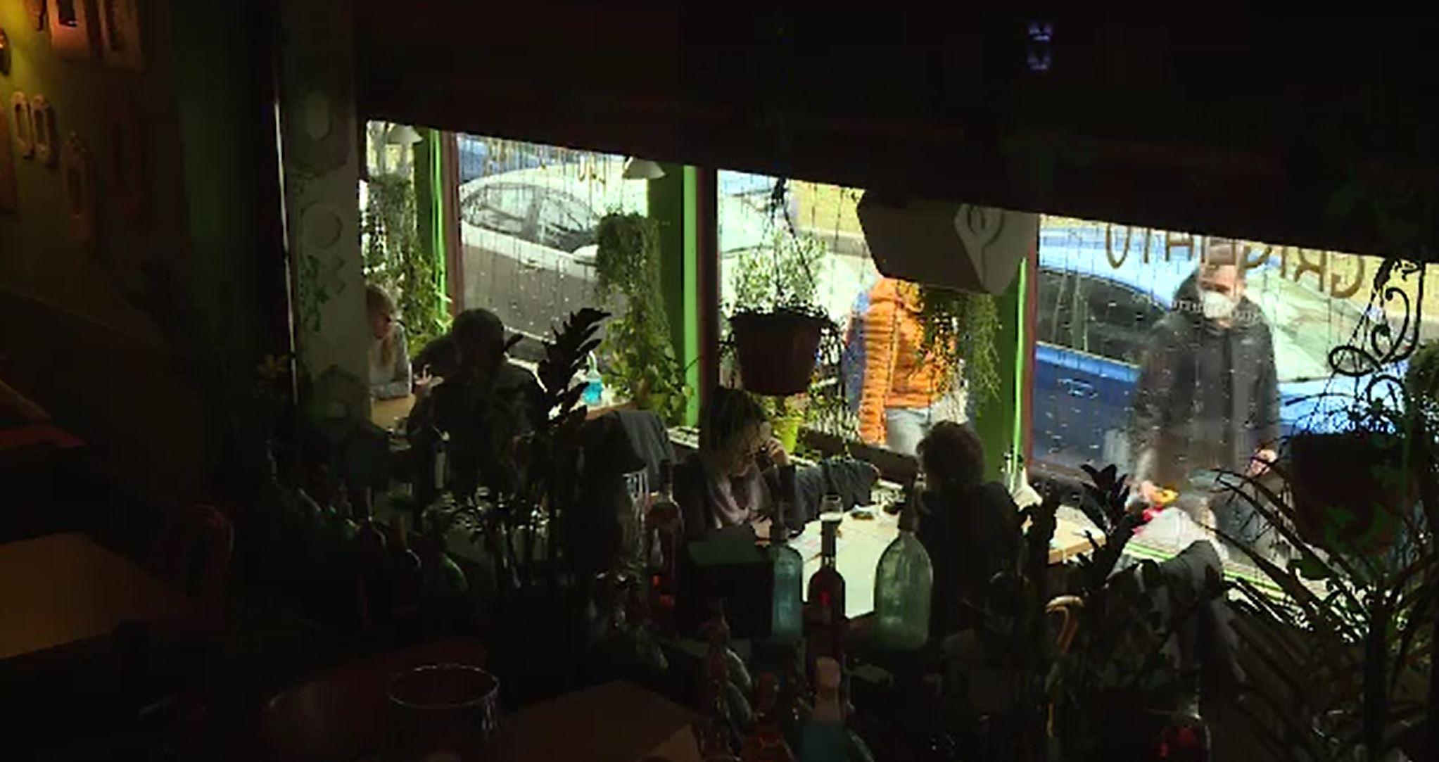 Cum s-au adaptat restaurantele pentru a supraviețui restricțiilor impuse de autorități