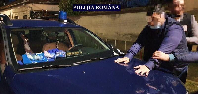 Un polițist fals a oprit mașini la Vama Nădlac timp de două luni. Incredibil ce le cerea șoferilor