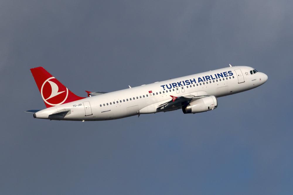 Un tânăr de 16 ani a fost găsit ascuns la roata avionului, după un zbor de 8.000 de km
