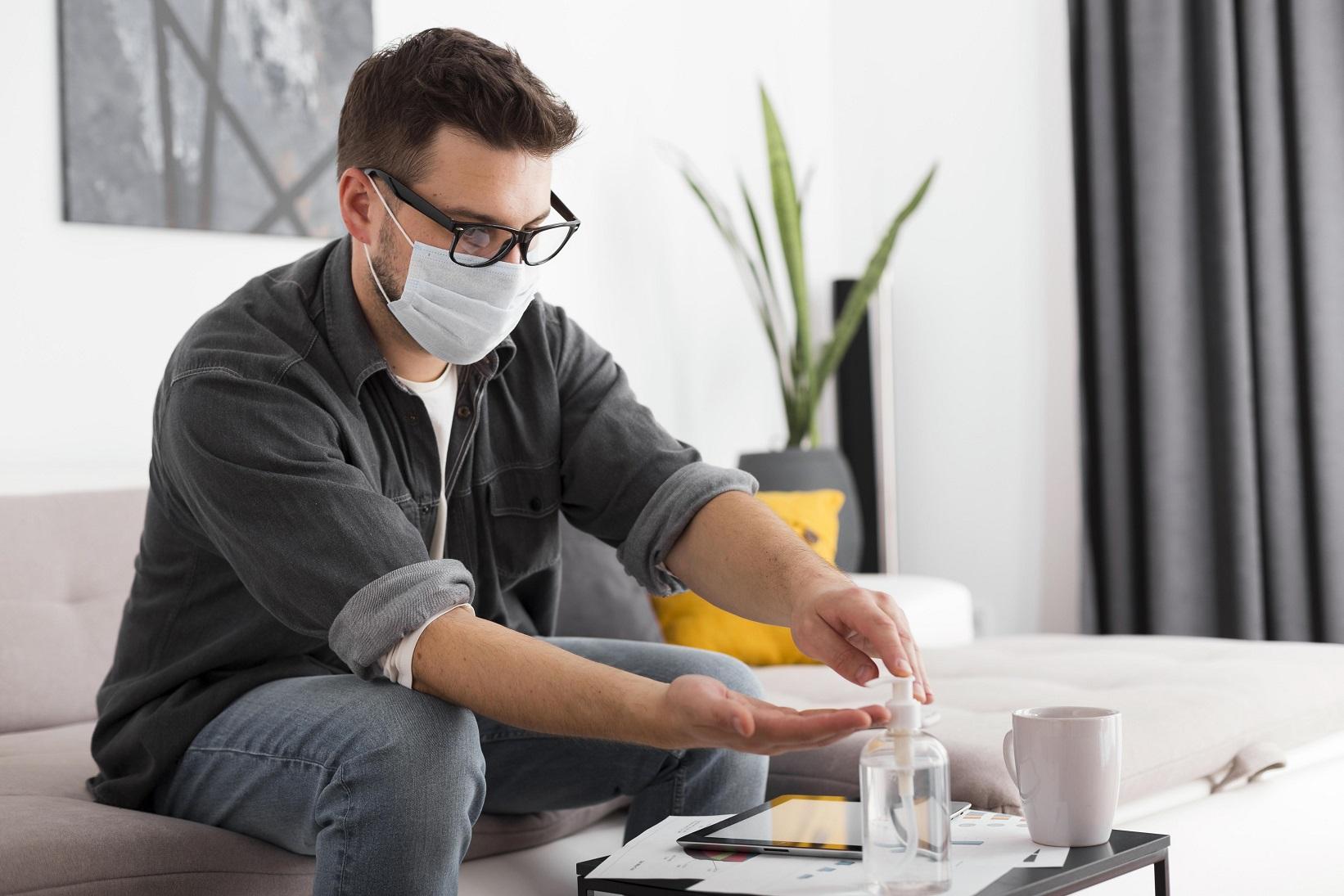 (P) Ce garanții trebuie să ofere clienților un producător de dezinfectanți?