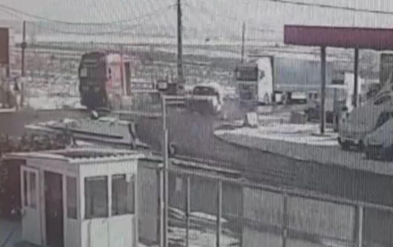 Accident oribil, în Dâmbovița. Două maşini s-au ciocnit, apoi au ricoşat într-un TIR