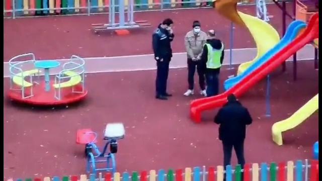 """Scene de groază în parcul unde un bărbat și-a trântit nepotul de pământ. """"Copiii urlau că prietenul lor a murit"""""""