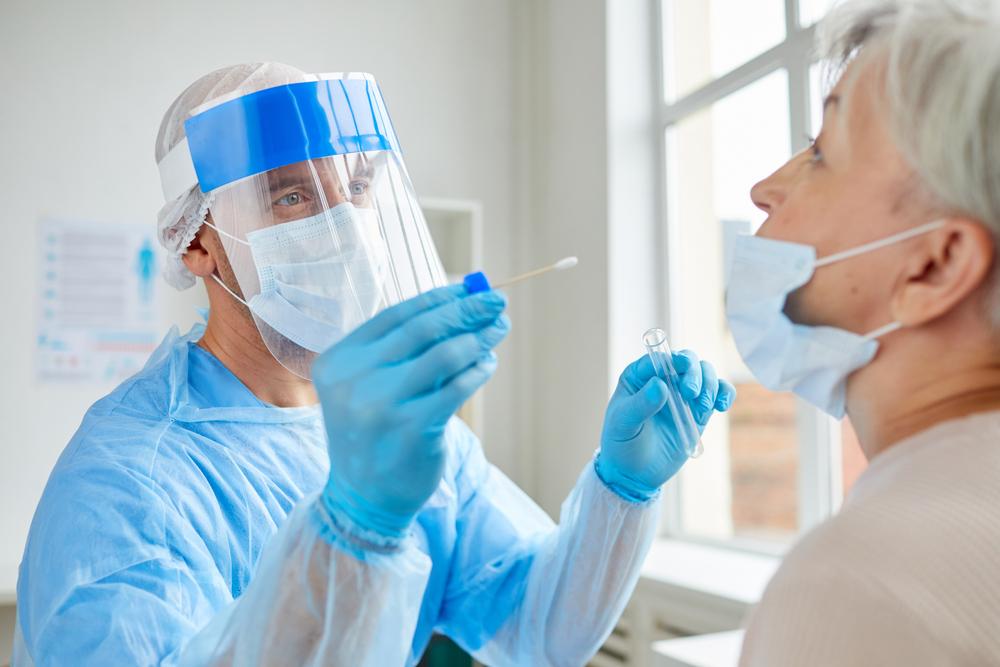 MedLife oferă teste rapide gratuite, la cerere, pentru depistarea infecției cu virusul COVID-19