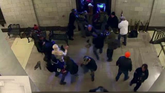 Noi imagini dramatice de la asaltul de la Capitoliu. Susținătorii lui Trump, acuzați că au vrut să o omoare pe Nancy Pelosi