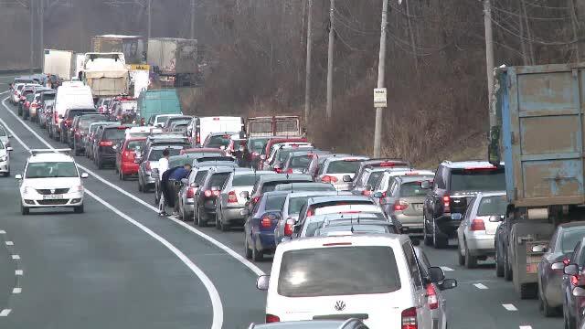 Planul autorităţilor pentru a fluidiza traficul pe Valea Prahovei până la construcția autostrăzii