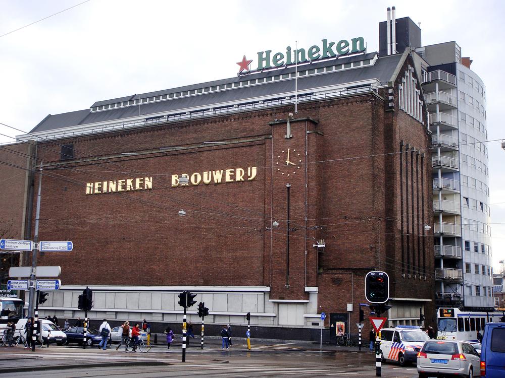 Heineken concediază 8.000 de angajați după ce profitul a scăzut în urma pandemiei
