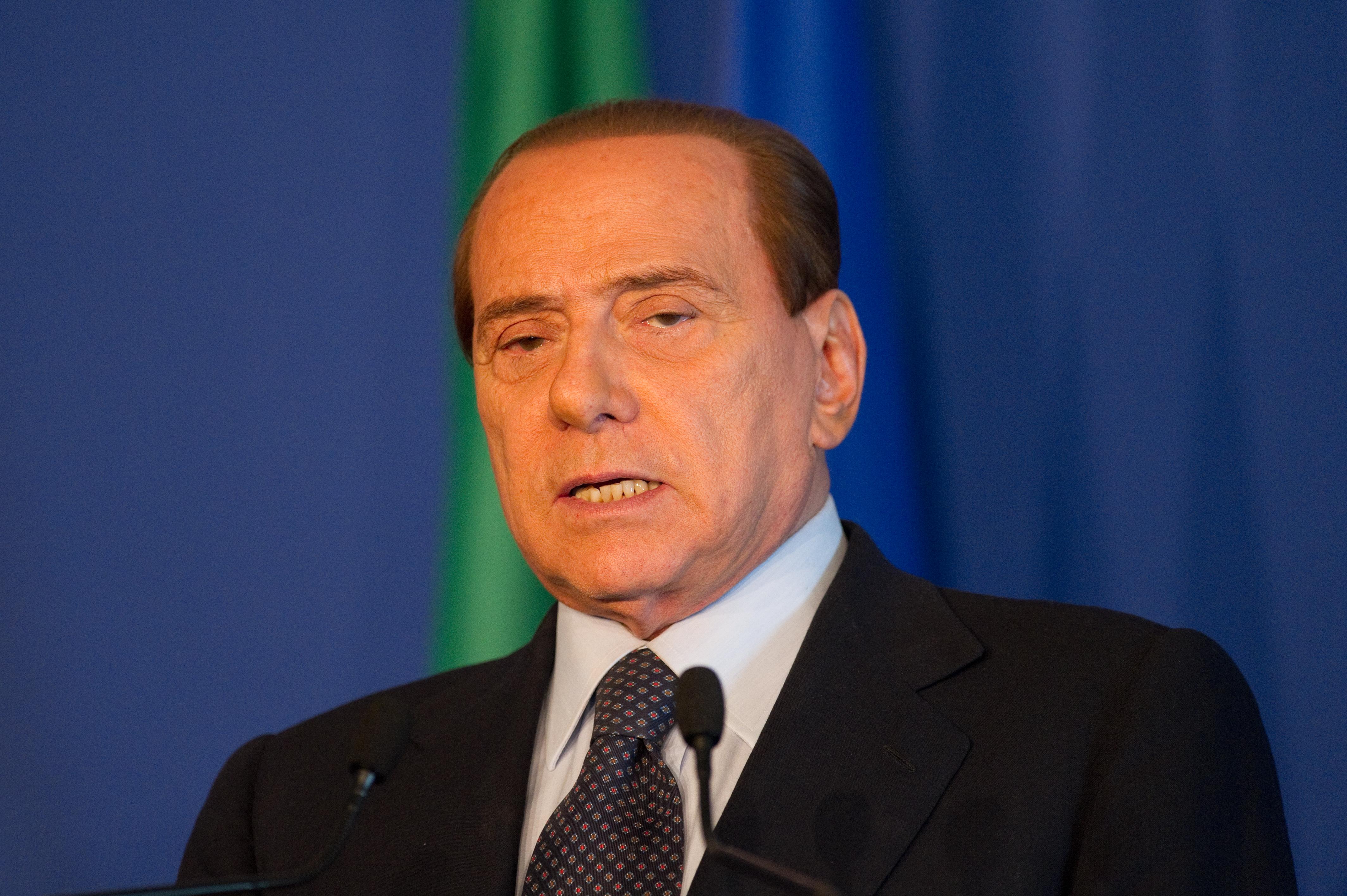 Fostul premier italian Silvio Berlusconi a fost spitalizat după ce a căzut în reşedinţa sa din Roma