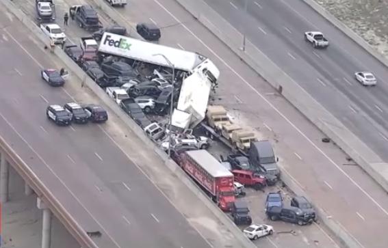 Imagini incredibile! Cel putin cinci morti si zeci de raniti intr-un carambol cu 100 de masini pe o autostrada inghetata