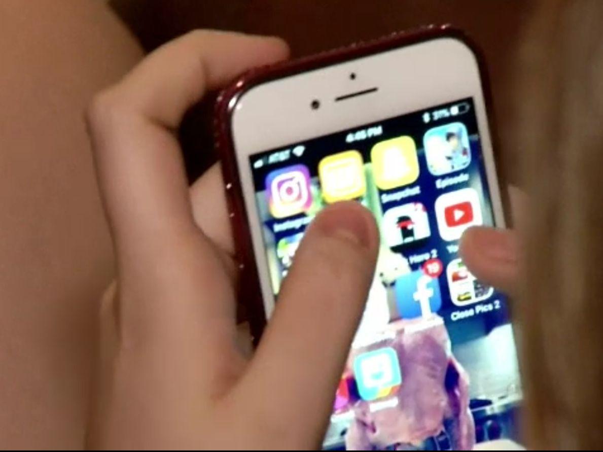 Cioban din Neamț, arestat după ce a păcălit copile să-i trimită imagini explicite. Se dădea adolescent pe Instagram