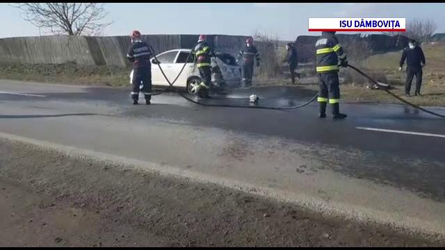 O mașină alimentată cu GPL a luat foc în mers, la Târgoviște. Ce a făcut șoferul